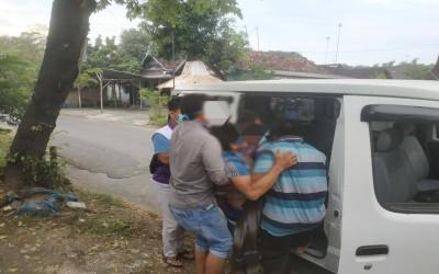 Bantu Antar Warga Ke RSUD Bojonegoro, TIM Sahabat Pertamina Tanggap Dalam Pelayanan Medis
