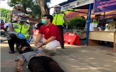Dosen STIKes ICsada, Bemberian Materi Dan Demonstrasi Penolongan