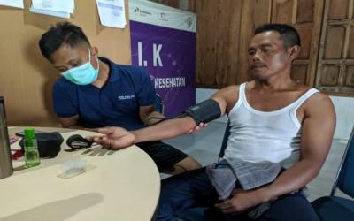 TIM Aku Sehat, Layani Pemeriksaan Kesehatan Warga Desa Mitra Dengan Sepenuh Hati