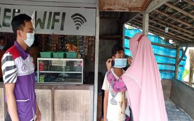 Komitmen Tim Sahabat Pertamina Dan Kapolsek Setempat Untuk Bantu Ratusan Masker Untuk Warga Desa Rahayu