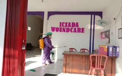 Cegah Penyebaran Covid-19, Kampus Ungu Lakukan Penyemprotan Desinfektan Di Rumah Luka ICsada Woundcare (ICW) Ke 42 Kali