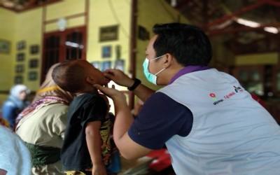 Partisipasi Tim Aku Sehat Dalam Membantu Bidan Setempat Menyehatkan Anak Bangsa