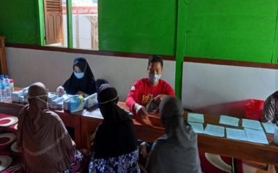 Giat Pelayanan Tim AKu Sehat Dalam Posyandu Balita Dan Lansia DI Desa Binaan