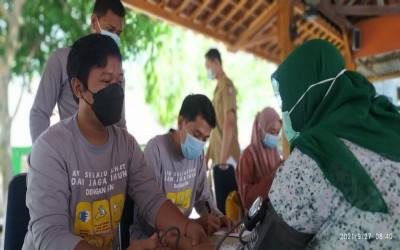 Tim AKu Sehat, Kegiatan Mobilisasi Vaksinasi Di Desa Mitra Berlanjut