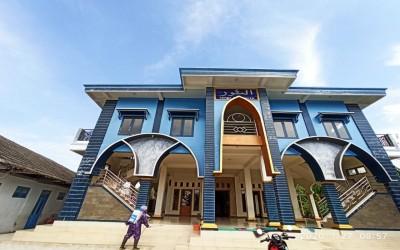 STIkes Insan Cendekia Husada Bojonegoro, bantu Penyemprotan Desinfektan di Masjid Dusun Kalipan