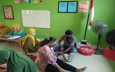 TIM AKu Sehat Lakukan Pemeriksaan Kesehatan Pada Warga Binaan Di Posyandu